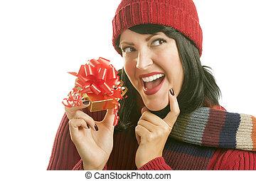 vrouw, cadeau, vasthouden, witte kerst, vrolijke