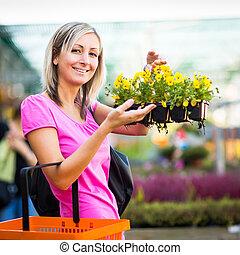 vrouw, centrum, jonge, bloemen, aankoop, tuin