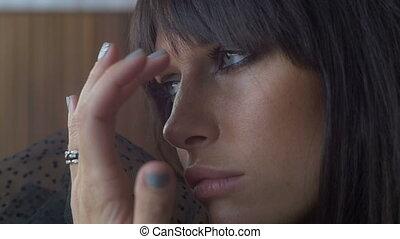 vrouw, closeup, fototoestel, room., verdrietige , donker, ...