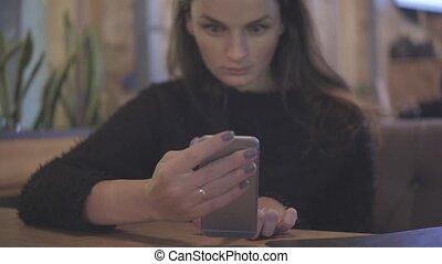 vrouw, communicatie, -, mobiele telefoon, concept, internet, koffiehuis, technologie