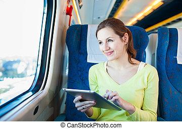 vrouw, computer, haar, tablet, jonge, terwijl, trein, het...