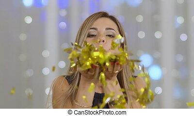 vrouw, confetti, blazen, mooi