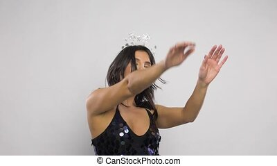 vrouw dansen, nieuw, kerstmis, jaar, feestje, of, vrolijke