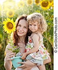 vrouw en kind, met, zonnebloem