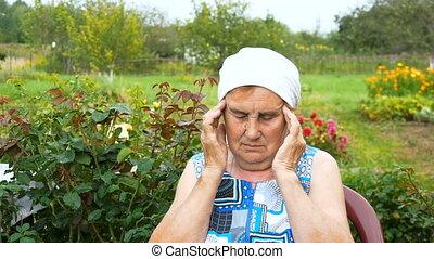 vrouw, erderly, sterke, hoofdpijn