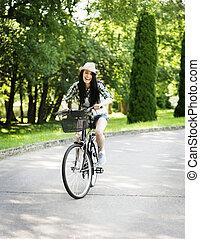 vrouw, fiets park, jonge, paardrijden, vrolijke