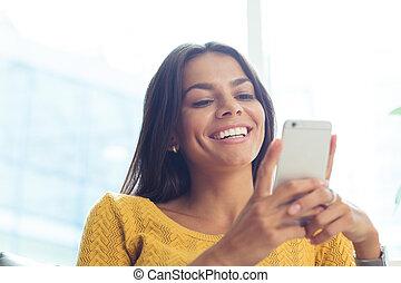 vrouw, gebruik, smartphone