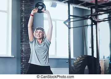 vrouw, gewicht, bejaarden, actief, schijf, het tilen