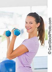 vrouw, Gewichten, het glimlachen,  Dumbbell, Bovenkant, Het tilen, aanzicht