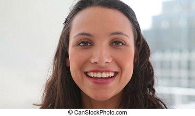 vrouw glimlachen, als, zij, besprekingen