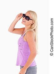 vrouw glimlachen, zonnebrillen