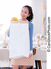 vrouw, groceries., zak, papier, vasthouden, verticaal