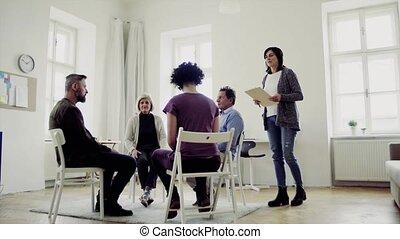 vrouw, groep, mensen, raadgever, klesten, anderen,...