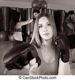 vrouw, gym, boxing, fitness, aerobox, verticaal