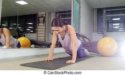 vrouw, gym, jonge, duw, training., ups