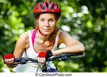 vrouw, haar, handlebars, op, jonge, bike., leunen, vrolijke