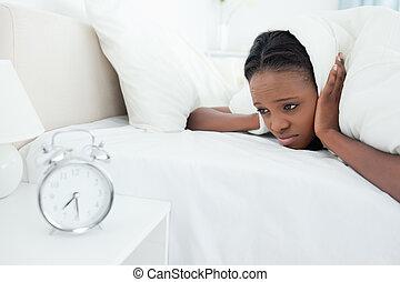 vrouw, haar, klok, wezen, waarschuwing, moe, gewekte
