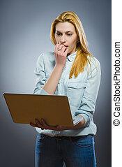 vrouw, haar, zakelijk, draagbare computer, jonge, gedoenene walgen, inhoud