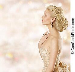 vrouw, hairstyle, mannequin, gezicht, beauty, meisje, met, blond haar, stijl, en, juwelen, ruiken, parfum, ogen gesloten