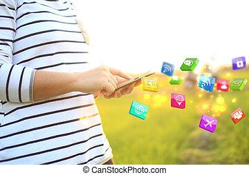 vrouw, hand, aanraakscherm, smart, phone.social, media, concept.
