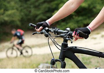 vrouw, handen, fiets hengsel, staaf
