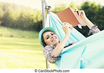 vrouw, hangmat, jonge, relaxen