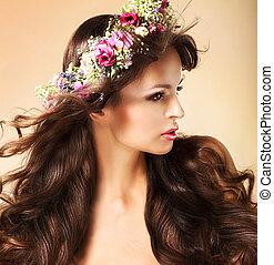 vrouw, haren, jonge, lang, roodbruin, wildflowers, vloeiend,...