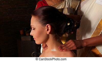 vrouw, hebben, hals, ayurveda, spa, treatment.,...