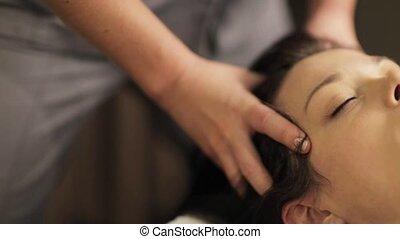 vrouw, hebben, voer massage aan, op, spa