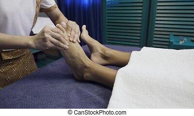 vrouw, hebben, voetjes, spa, salon., masseren