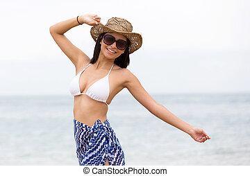 vrouw, hebbend plezier, aan het strand