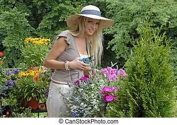 vrouw, het genieten van, jonge, tuin
