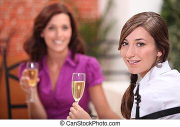 vrouw, het roosteren, restaurant
