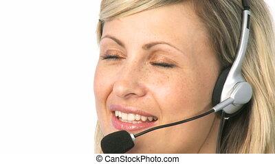 vrouw het spreken, op, een, koptelefoon