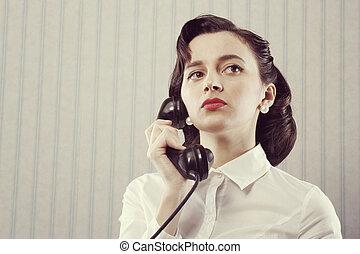 vrouw het spreken, op telefoon