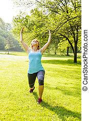 vrouw, het uitoefenen, in park