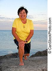 vrouw, het uitoefenen, middelbare leeftijd