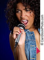 vrouw, het zingen