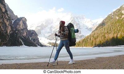 vrouw hiking, di, braies, groot, schooltas, jonge, kust,...