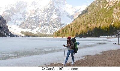 vrouw hiking, di, braies, jonge, kust, lago