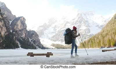vrouw hiking, di, braies, jonge, traveling., lago