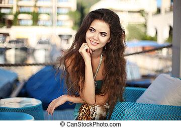 vrouw hoofdbreken, langharige, golvend, brunette, verticaal, glimlachen gelukkig
