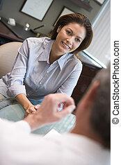 vrouw, in, consultatie, op, ivf, kliniek, (selective, focus)