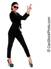 vrouw, in, een, zwart kostuum