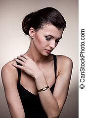 vrouw, in, exclusief, juwelen