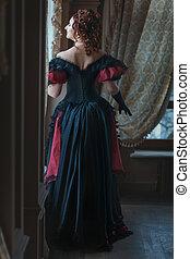 vrouw, in, victoriaans, jurkje, back.