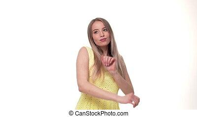 vrouw, innemend, juichen, en, vieren, dans, haar, succesvolle , winnen, opgewekte, hand, zeer, vrolijke