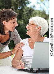 vrouw, internet, jonge, bejaarden, surfing