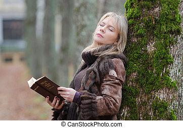 vrouw, jonge, bijbel