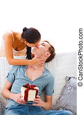 vrouw, jonge, echtgenoot, cadeau, kado, haar